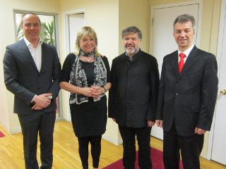Maja Herman Sekulić, autorka, Miloš Sekulić, arhitekta, konzul Goran Savić i prota njujorški Đokan Majstorović